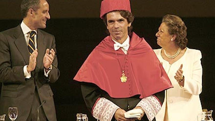 Francisco Camps, José María Aznar y Rita Barberá en la investidura como doctor Honoris Causa del expresidente del Gobierno en la CEU Cardenal Herrera de Valencia.