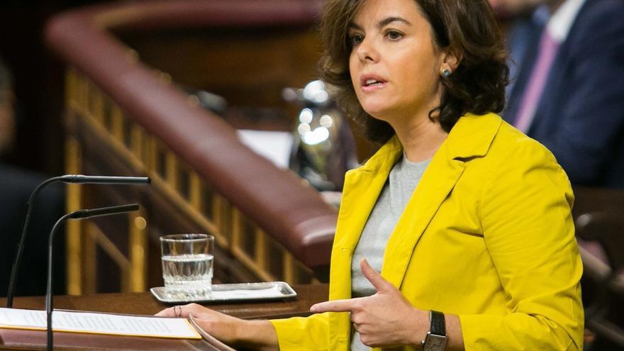 Santamaría responde mañana las preguntas sobre el desafío catalán que le dirigirán En Comú y ERC en el Congreso