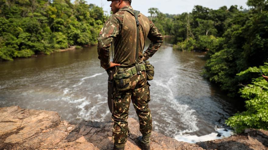 Bolsonaro autoriza el regreso de militares a la Amazonía para combatir la tala