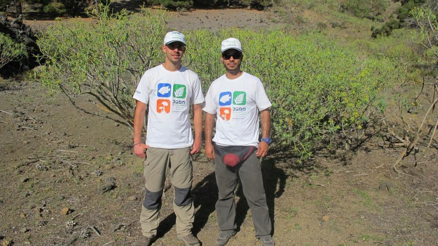 Javier García (i) y David Hernández se encuentra estos días en La Palma.