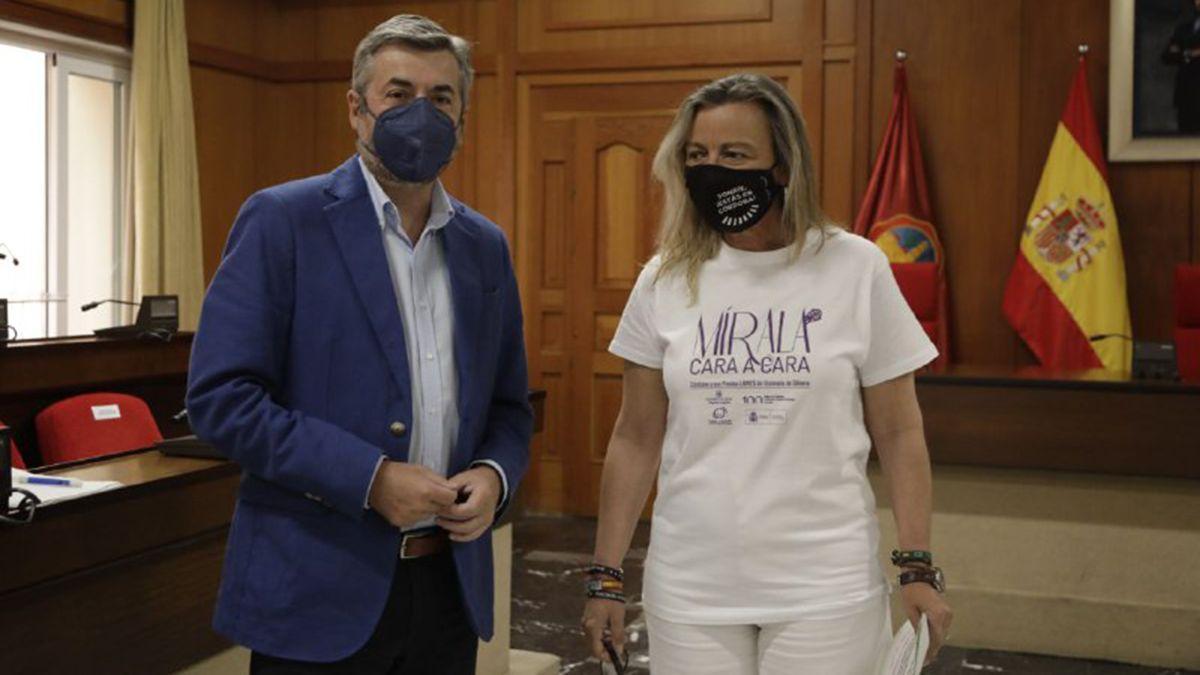 Miguel Ángel Torrico e Isabel Albás, tras la Junta de Gobierno Local.