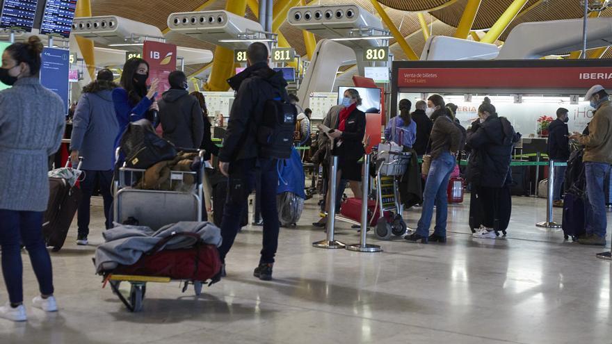 Viajeros en el aeropuerto de Barajas