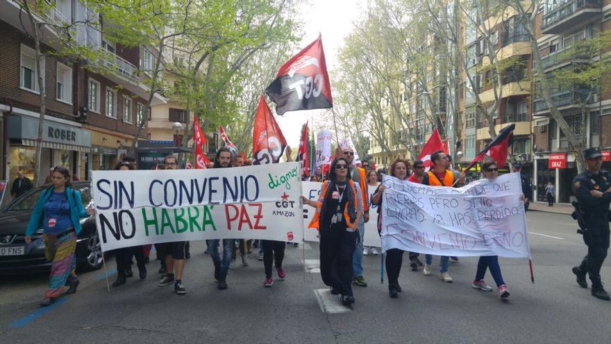 Los trabajadores de Amazon se manifiestan por las calles de Madrid.