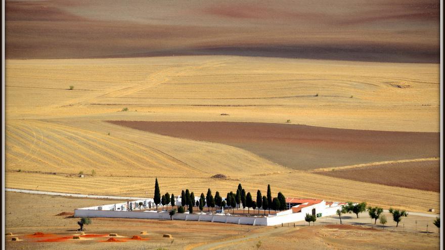 Despoblación demografía Extremadura cementerio