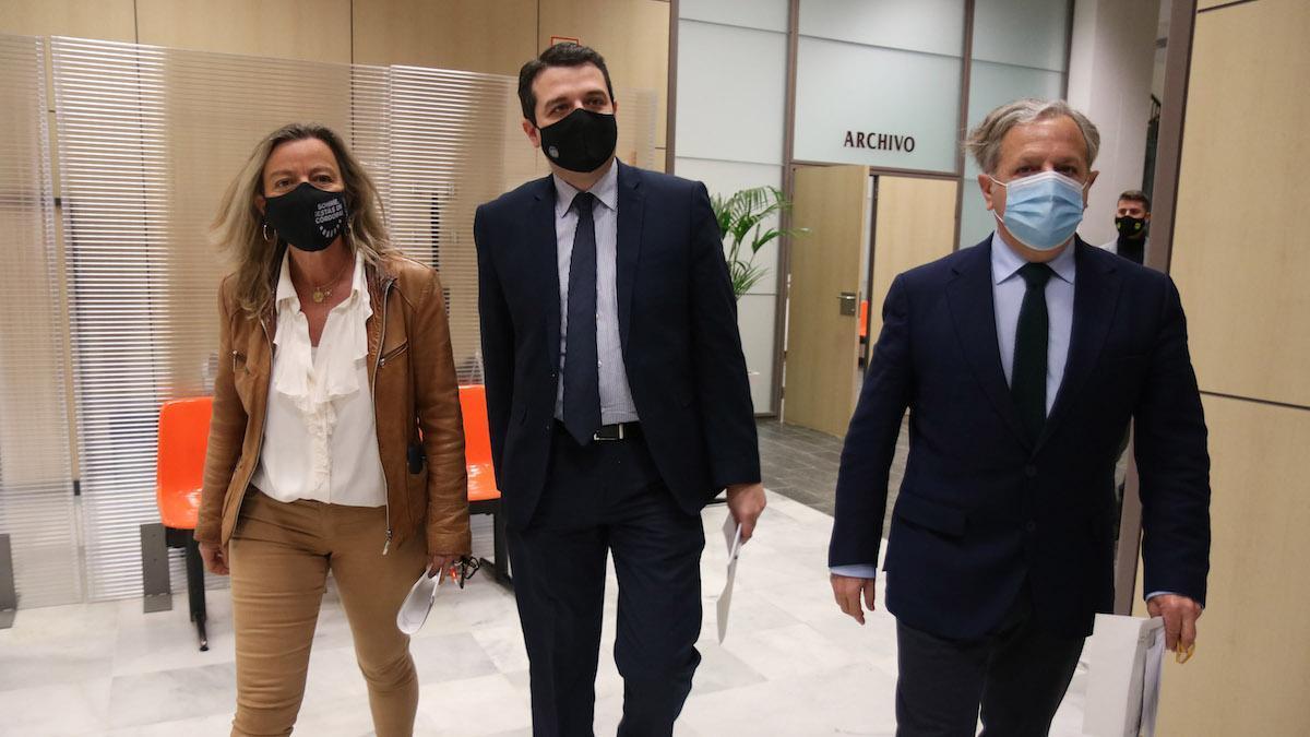 Isabel Albás, José María Bellido y Salvador Fuentes presentan los presupuestos para 2021.