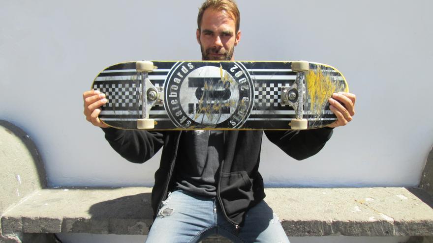 El skater Ibán Martín ha encontrado en su hobby una salida profesional como monitor.