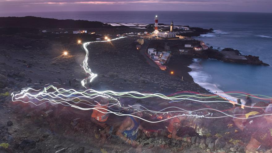Espectacular imagen del ascenso tras la salida en El Faro. Foto: SAÚL SANTOS