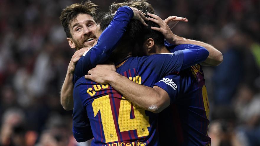 Messi celebra con sus compañeros uno de los goles durante la final de la Copa del Rey que enfrentó al FC Barcelona y al Sevilla CF. | RAFA APARICIO