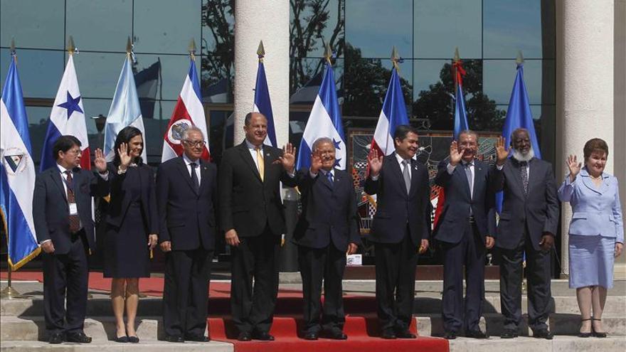 """El presidente salvadoreño defiende la integración como la """"única ruta"""" para el desarrollo"""