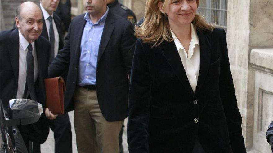La policía cita como imputado a un abogado por la grabación de la declaración de la infanta Cristina