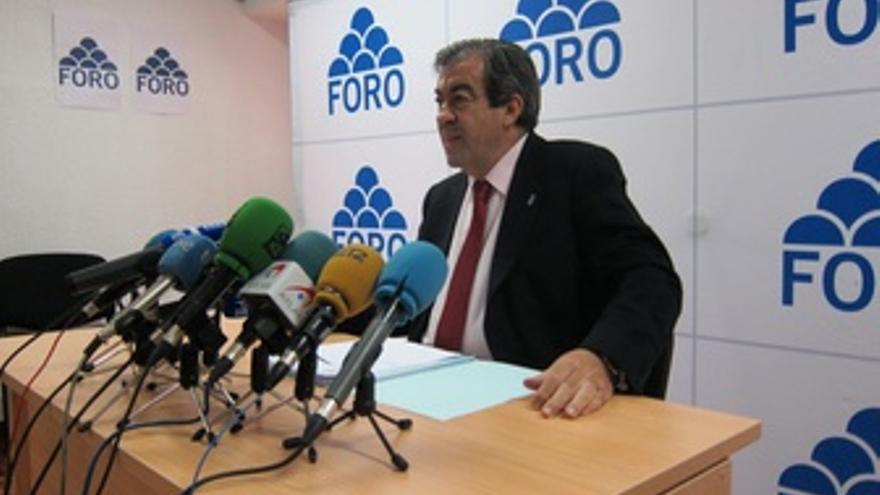 Cascos, Durante La Rueda De Prensa.
