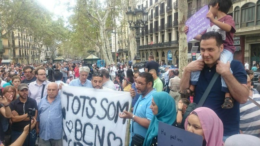 La comunidad musulmana se ha manifestado contra el terrorismo en la Rambla