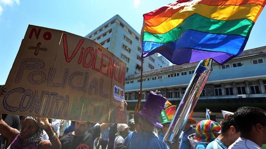 ONU pide mayor protección a las personas LGTBI detenidas para evitar torturas