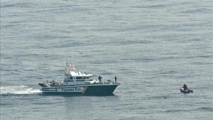 Empiezan los trabajos para recuperar los cuerpos de los ocupantes del ultraligero desaparecido en el mar