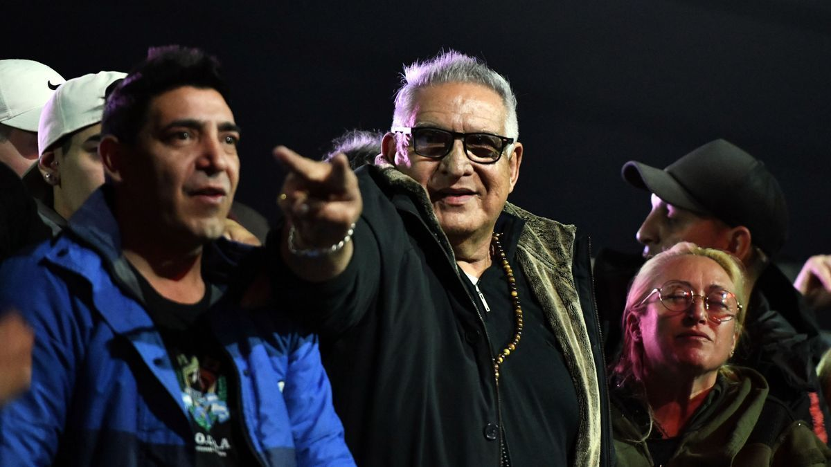 El Pata Medina y su hijo participaron el lunes de un acto gremial en La Plata.