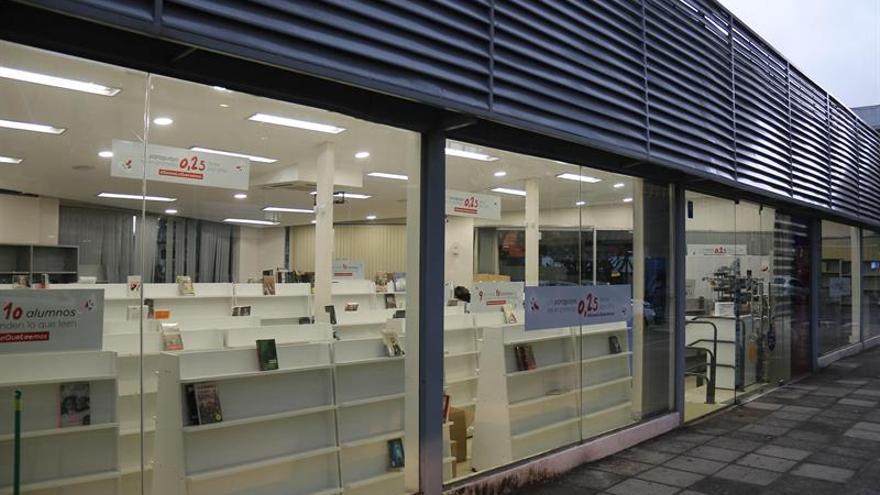 Una librería desocupa sus estanterías para alertar de la escasa lectura en Paraguay