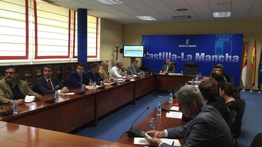 Reunión en la Consejería de Fomento con colegios profesionales y entidades bancarias