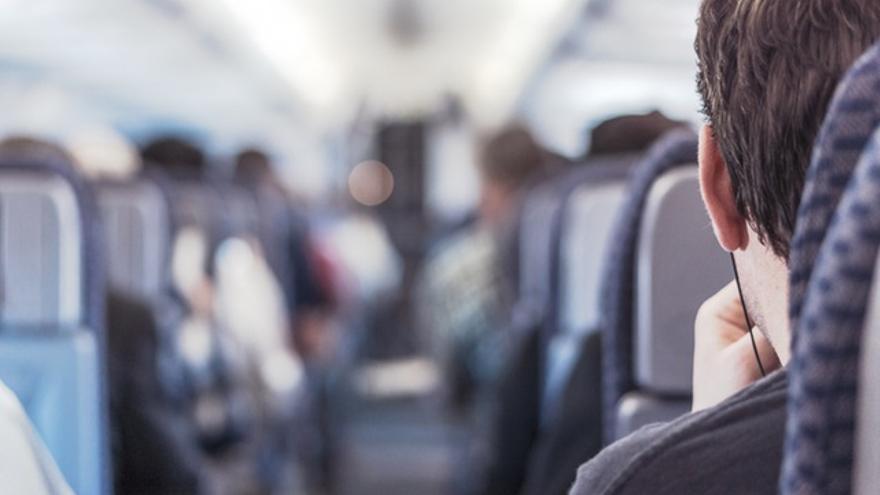 Si utilizas Tinder cuando viajas en tren, quizá termines conversando con un pasajero de otro vagón