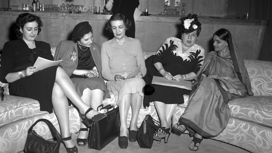 Fryderyka Kalinowski (Polonia), Bodgil Begtrup (Dinamarca), Minerva Bernardino (República Dominicana) y Hansa Mehta (India), delegadas de la Subcomisión de la Condición Jurídica y Social de la Mujer, mayo de 1946 en Nueva York.