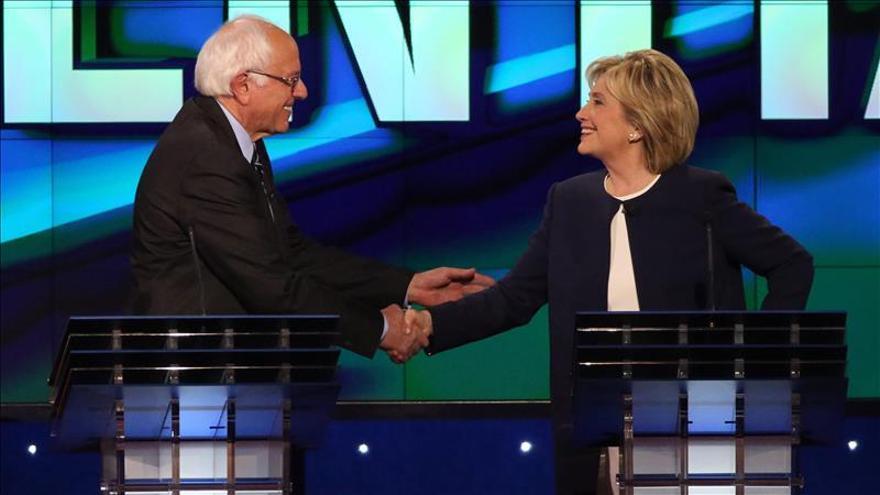 Clinton y Sanders chocan en el último debate demócrata antes de las primarias