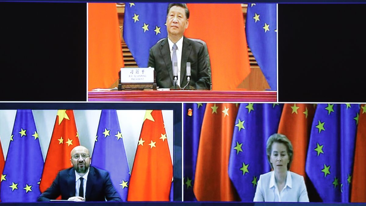 Xi Jinping, presidente de la República Popular China; Charles Michel, presidente del Consejo Europeo; Ursula Von der Leyden, presidenta de la Comisión Europea.