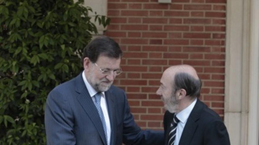 Rajoy Recibe A Rubalcaba En La Moncloa