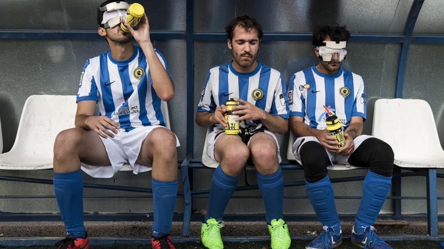 Jugadores de Alicante en el descanso de un partido, durante la final de la Copa de España / Alberto Barba