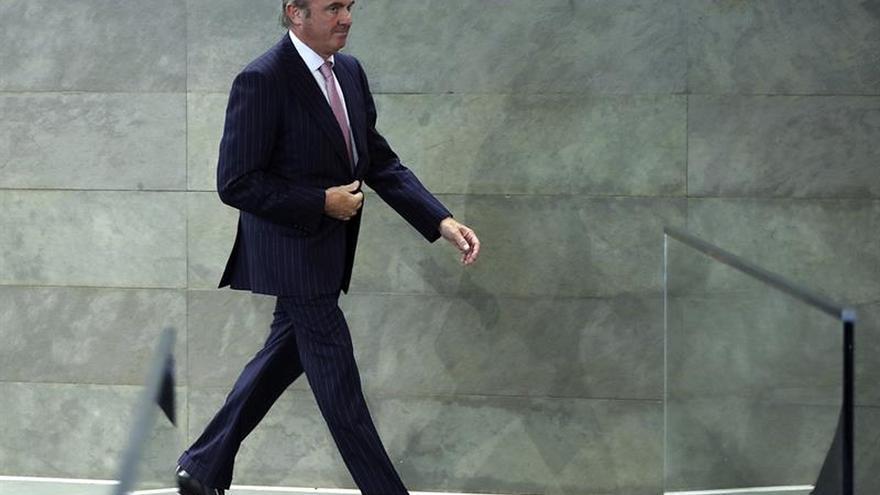 De Guindos avanza que España puede salir del déficit excesivo este mismo año