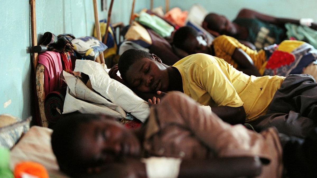 Pacientes de enfermedad del sueño en el hospital de MSF en Tumbura, Sudán del Sur.