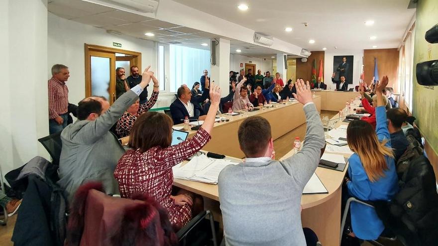 Torrelavega aprueba una moción de apoyo a los trabajadores de Sniace