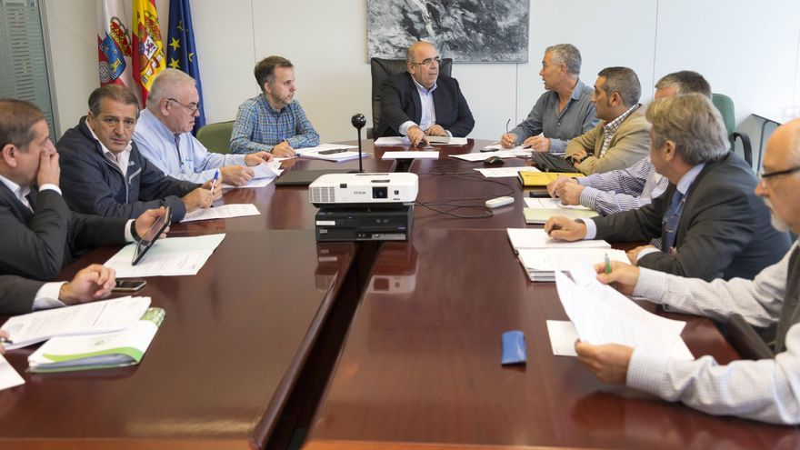 Reunión de la Mesa Forestal de Cantabria, a la que no se convocó a los agentes sociales.   Miguel Ángel López