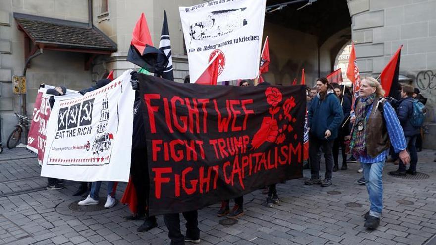 Manifestación contra Davos se desarrolla en calma en las calles de Berna