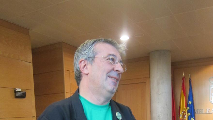 """Gordo (IU) dice que la mejor propuesta para la austeridad sería que el PP """"hubiera trabajado menos con sobres"""""""