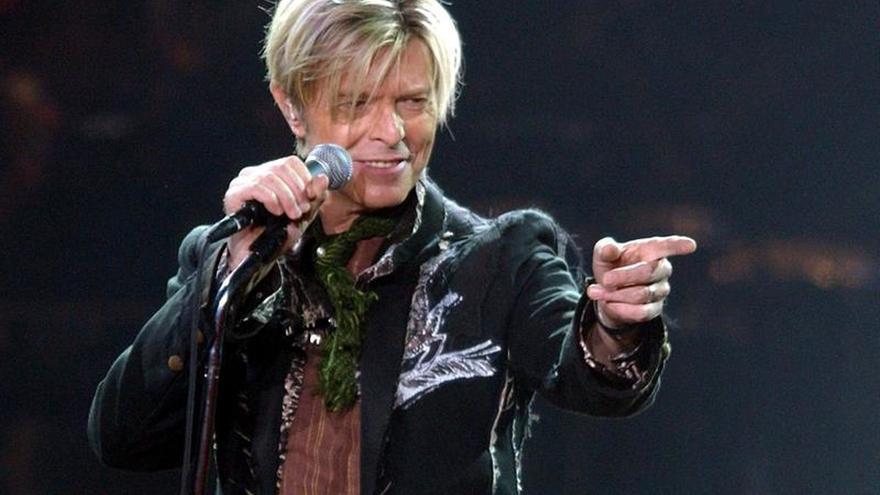 Descubren la primera maqueta de David Bowie en una panera