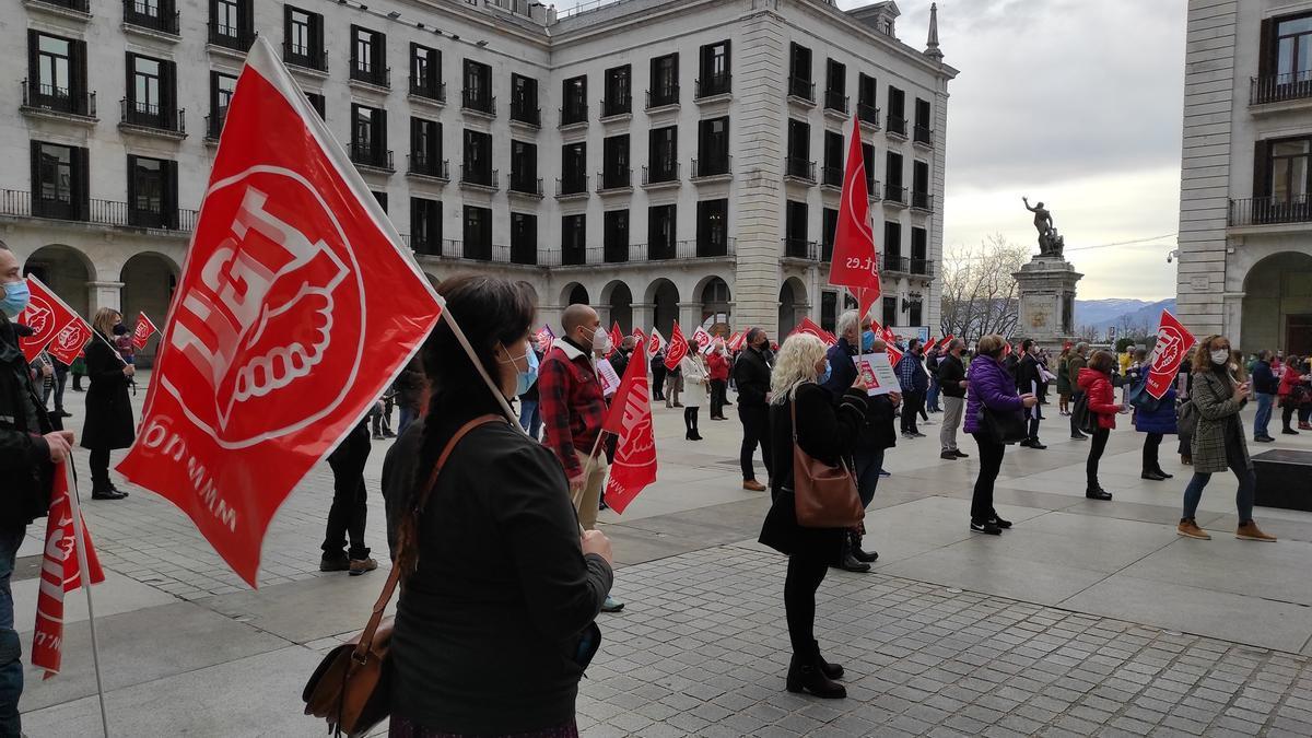 Una concentración de UGT en la Plaza Porticada.
