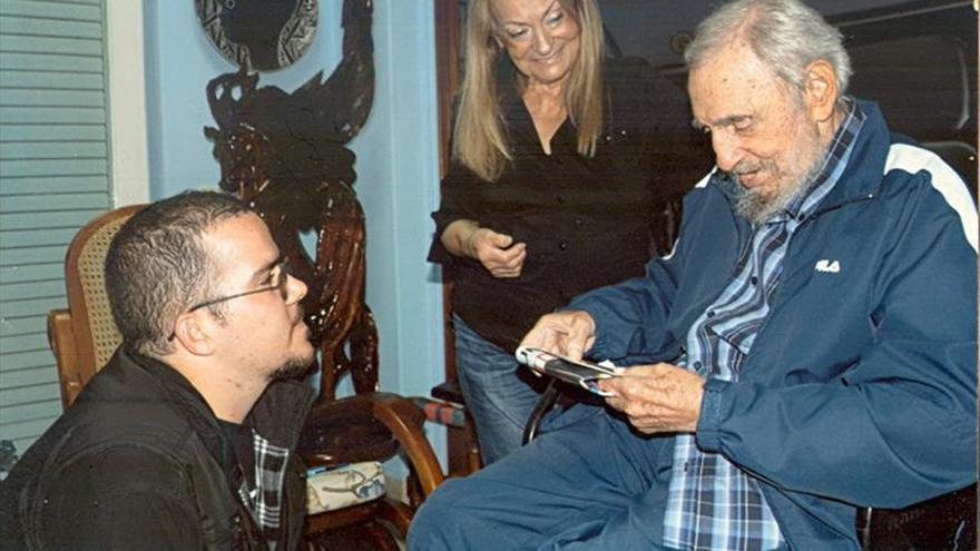 Publican fotografías de Fidel Castro en reciente reunión con líder de la FEU