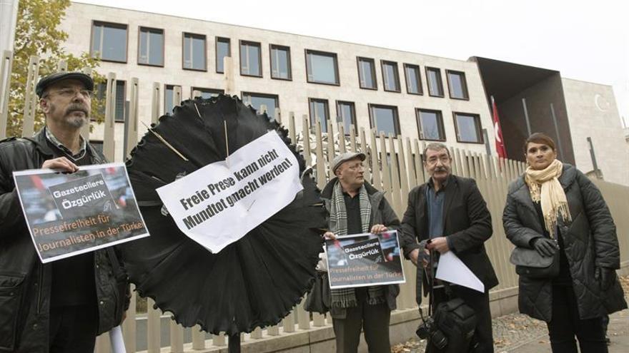 Asesinan a dos periodistas de la oposición siria en Estambul