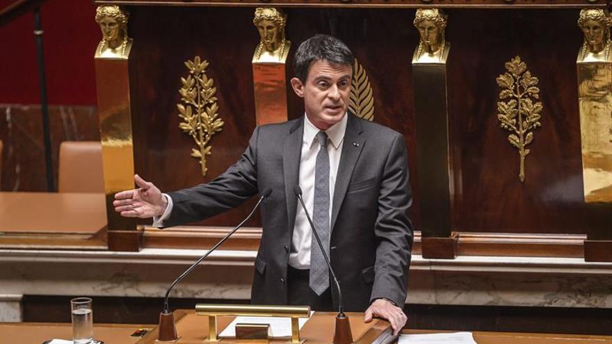 El Gobierno francés evita por segunda vez someter a voto su reforma laboral