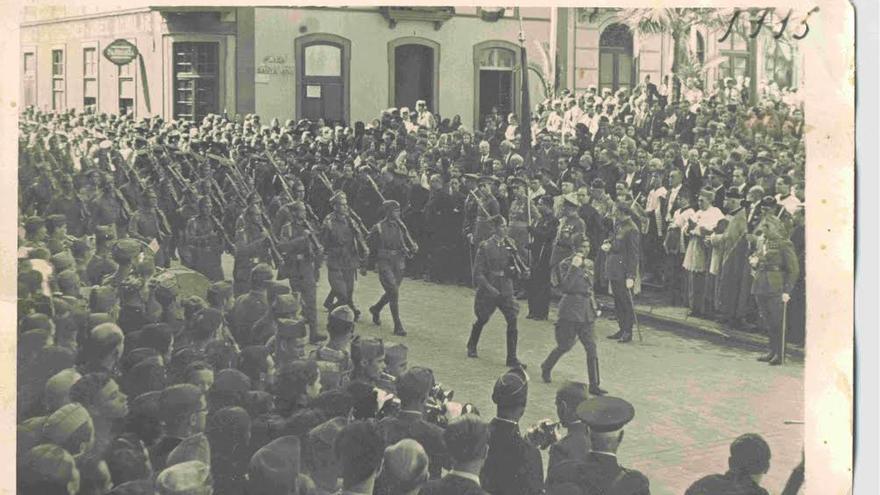 Desfile en el entierro de Amado Balmes