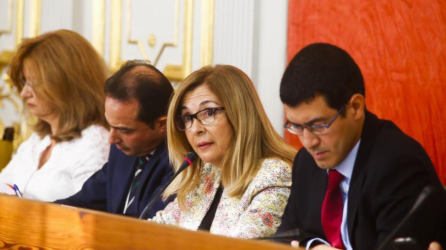 Lourdes Armas y Mario Regidor, en el pleno del Ayuntamiento de Las Palmas de Gran Canaria
