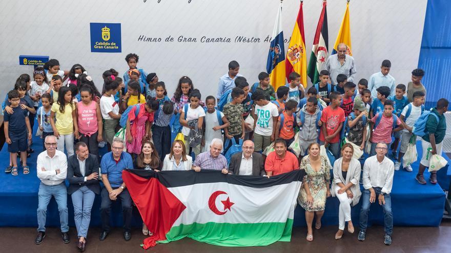 Niños y niñas saharuis visitaron este lunes el Cabildo de Gran Canaria.