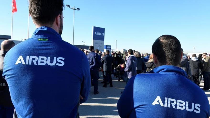 Trabajadores de Airbus en Cádiz se concentran contra los planes de despidos