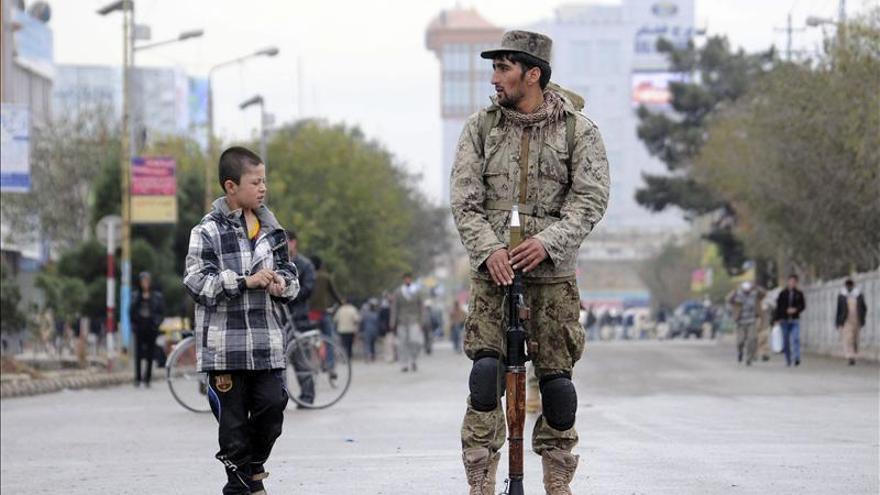 Al menos cuatro muertos y 20 heridos por una bomba en Afganistán