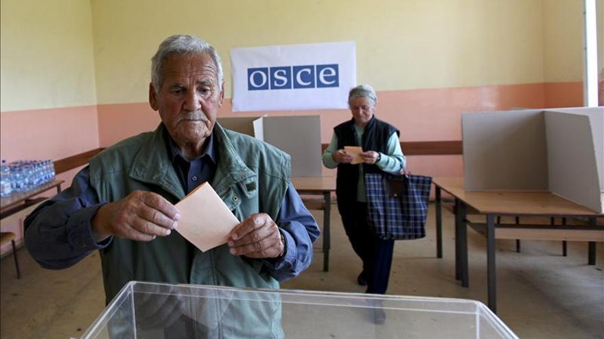Problemas técnicos y amenazas en colegios electorales en el norte de Kosovo