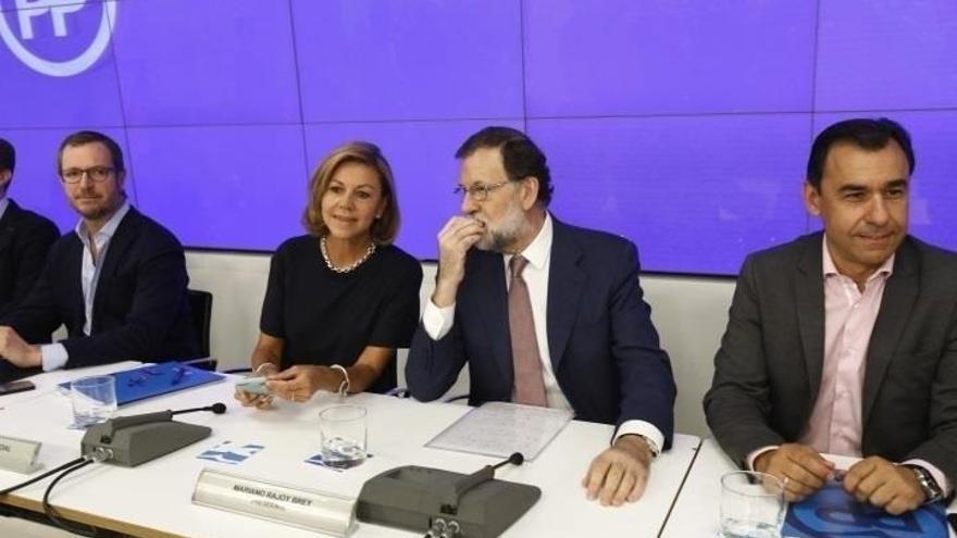 Rajoy convoca este lunes a sus 'barones' para acercar posiciones en financiación y fijar la agenda ante el empuje de Cs