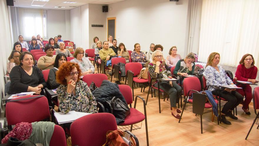Jornada informativa del sindicato CC OO con trabajadoras de residencias de ancianos.