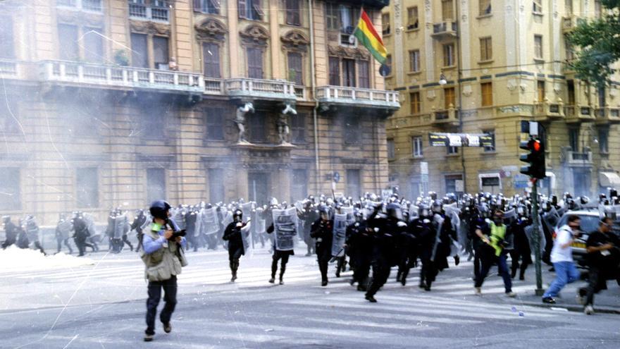 Imatge d'una càrrega policial durant els dies en què el G8 es va reunir a Gènova. (cc: Ares Ferrari)