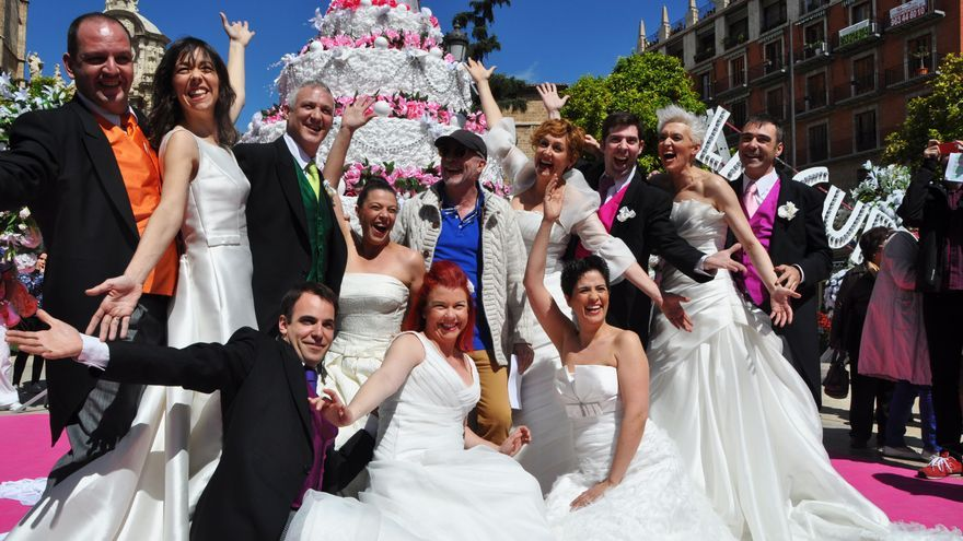 integrantes de La Cubana posando en la Plaza de la Reina de Valencia.