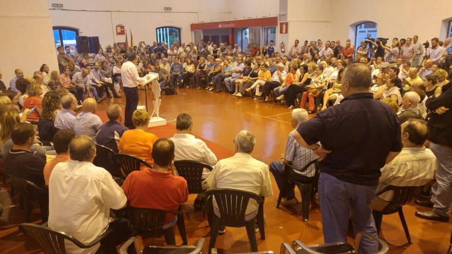 Más de 300 militantes han arropado al candidato a la secretaría general del PSOE cántabro.