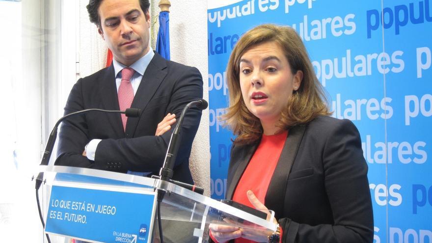 """Sáenz de Santamaría dice que Podemos pide adelantar las elecciones """"para ver si no da tiempo a que se les conozca"""""""